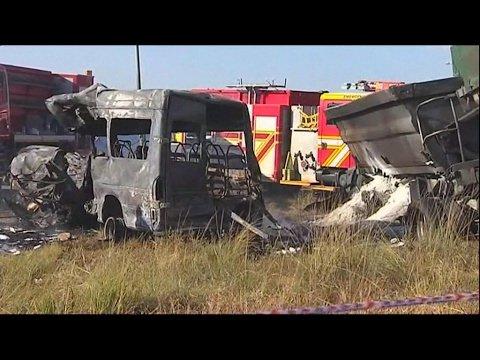 VIDEO -  South Africa : 20 children killed in a bus crash near Pretoria