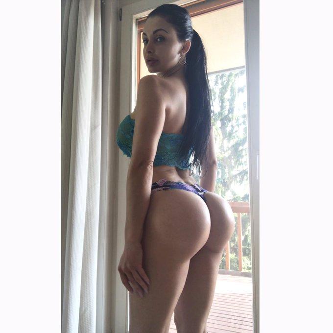 #curves #curvygirl #booty https://t.co/hFHe37jEjO