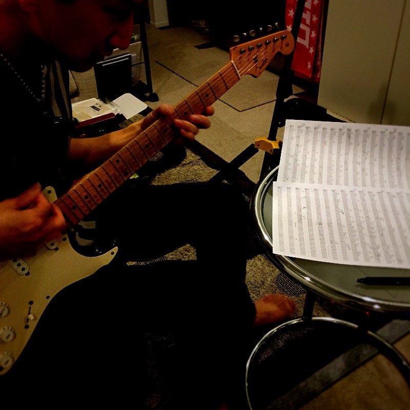 今日は Blood Answer のフルバージョンのギターを  さんに弾いてもらってます★#bloodlad #guit