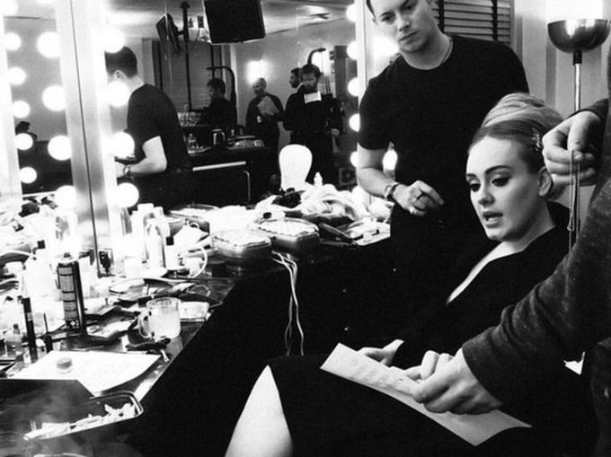 Adele\s Kiwi makeup artist Michael Ashton sung Happy Birthday on stage