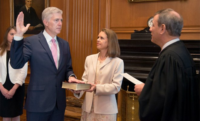 Supreme Court sends out pic of #gorsuch taking the oath (1st of 2 ceremonies)