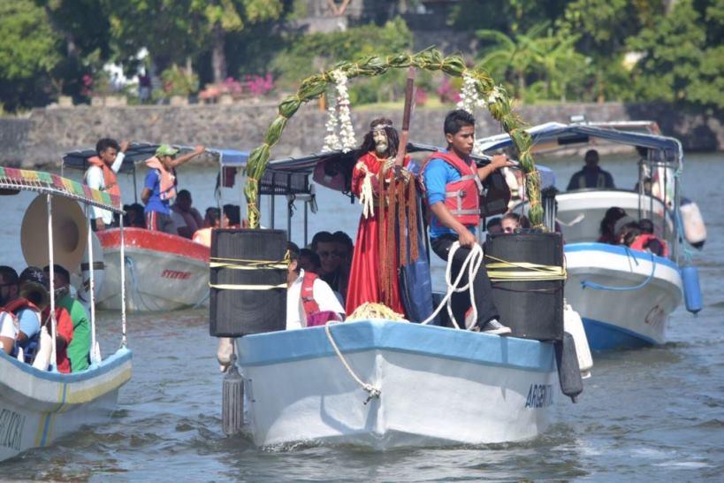 Viacrucis acuático recorre las isletas del Gran Lago de Nicaragua