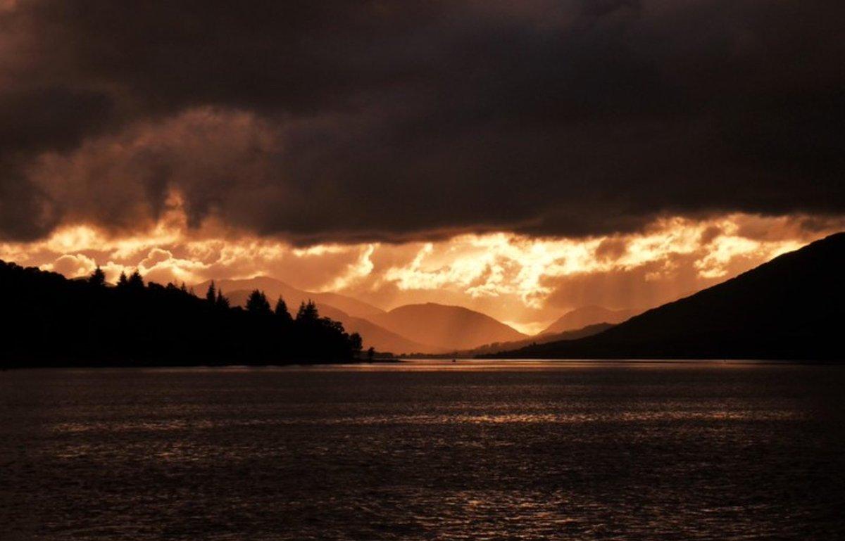 Epic sunset in Scotland... https://t.co/74WW9Vu1q9 https://t.co/8Yi6ODLU1b