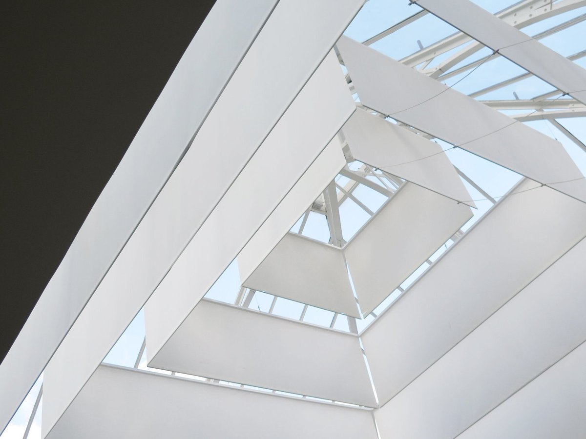 #APC スタジオ / パリ マダム通り  ガラス張りの大屋根  建築:#LaurentDerooArchitecte https://t.co/jyMxzk6MEA