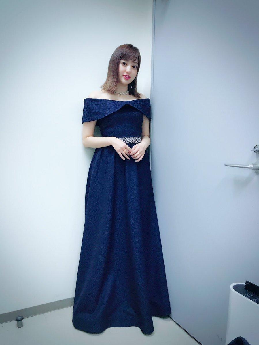 青ドレス菊地亜美