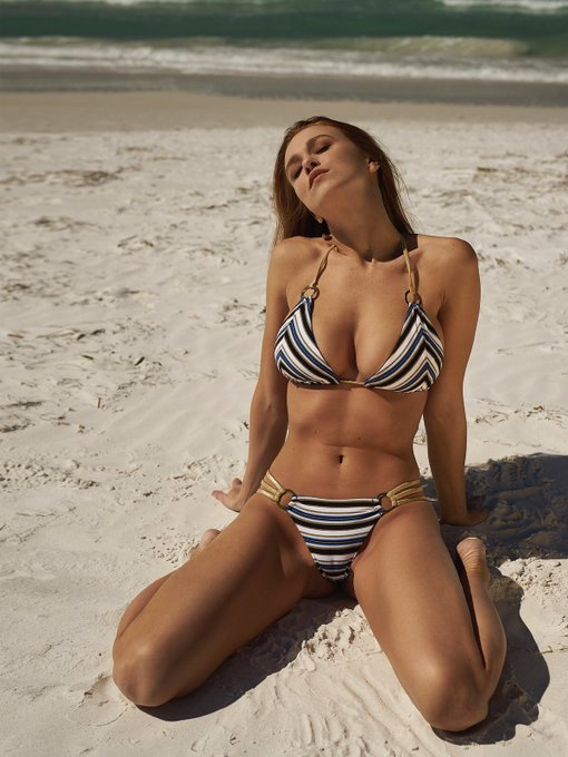 Beach Days 💙@BeachBunnySwim https://t.co/CxGrrByfu8
