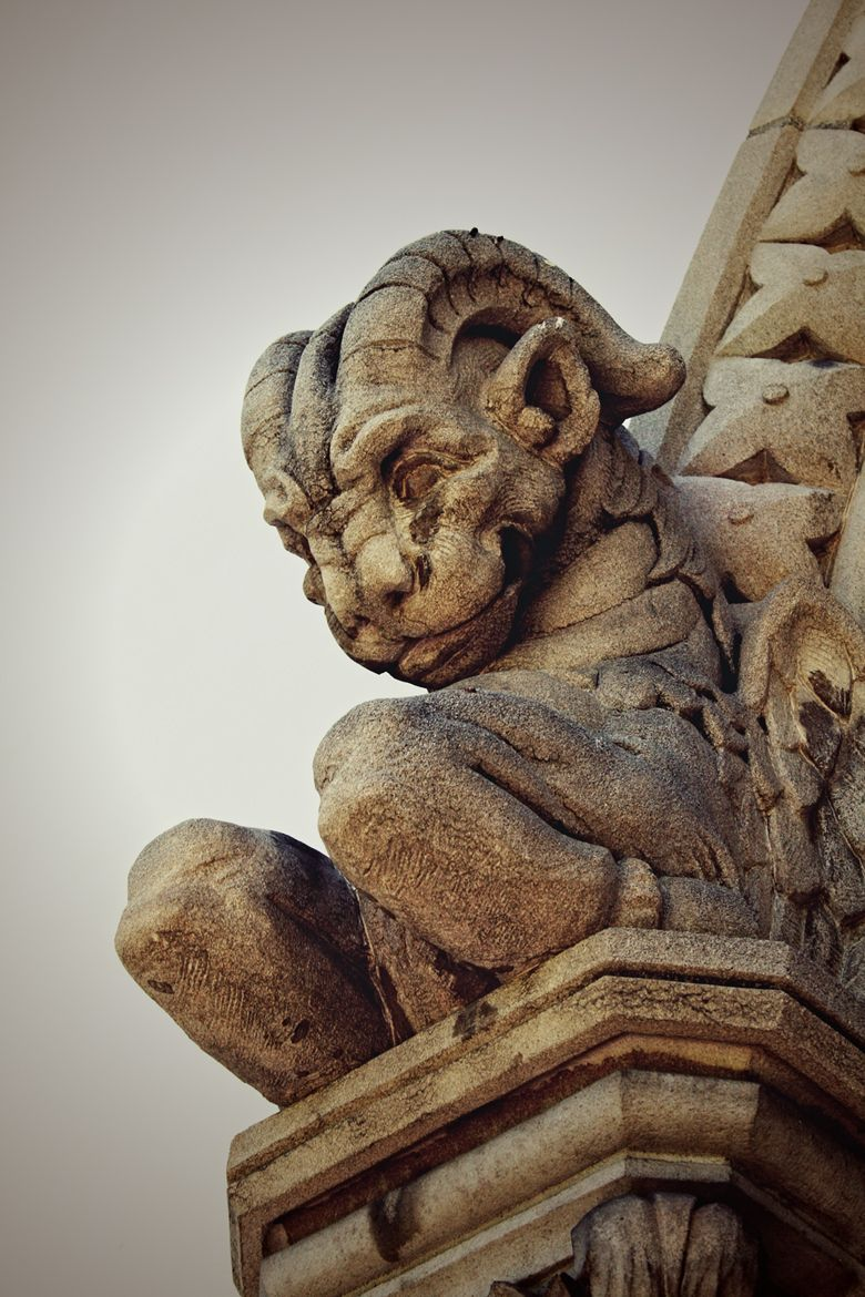 Looks like one of the nicer gargoyles out there... might even be smiling? https://t.co/8XrjI0uyHE https://t.co/Dwax6tB2If