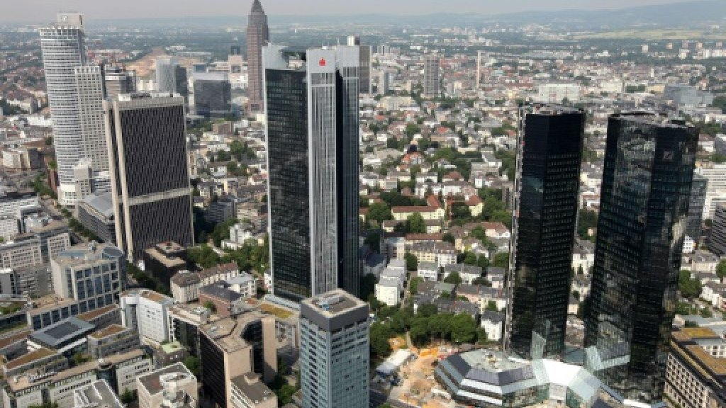 Don't wait to apply for EU licence, ECB tells Brexit banks