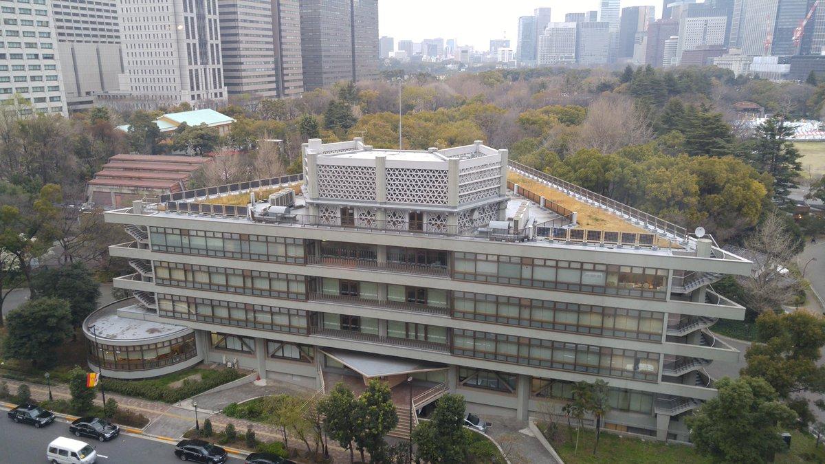 日比谷図書文化館の屋上を見る機会があったのですが、劇中まんまでした #yurikuma