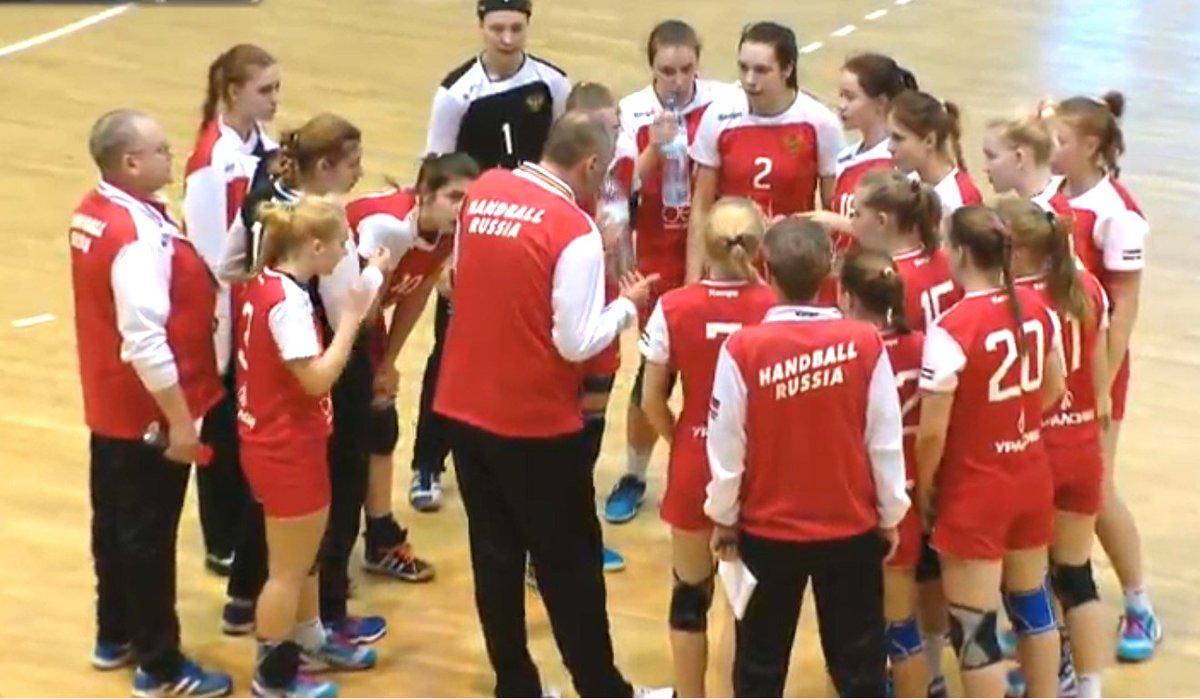 Российские гандболистки, переиграв на чемпионате мира в дании команду румынии со счетом 30:27, одержали пять побед подряд и вышли в плей-офф с первого места в своей группе