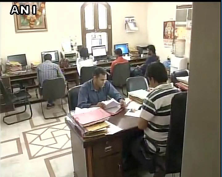 #Visuals: ED Raids Office Of A Delhi Based Chartered Accountant At Model  Town