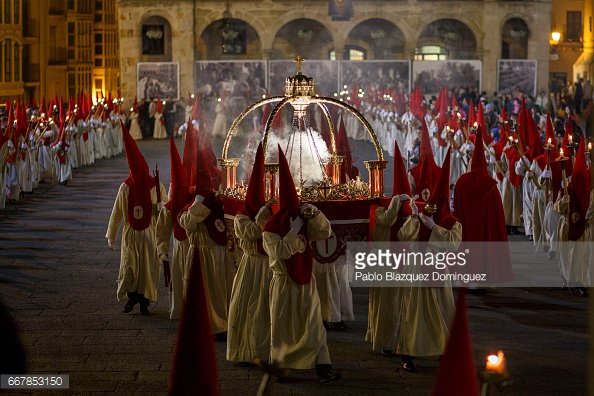 A few more @pblazquezphoto from Zamora just to remind ourselves its #HolyWeek before we all start on the Easter eggs #easter https://t.co/xTffw9QsI1