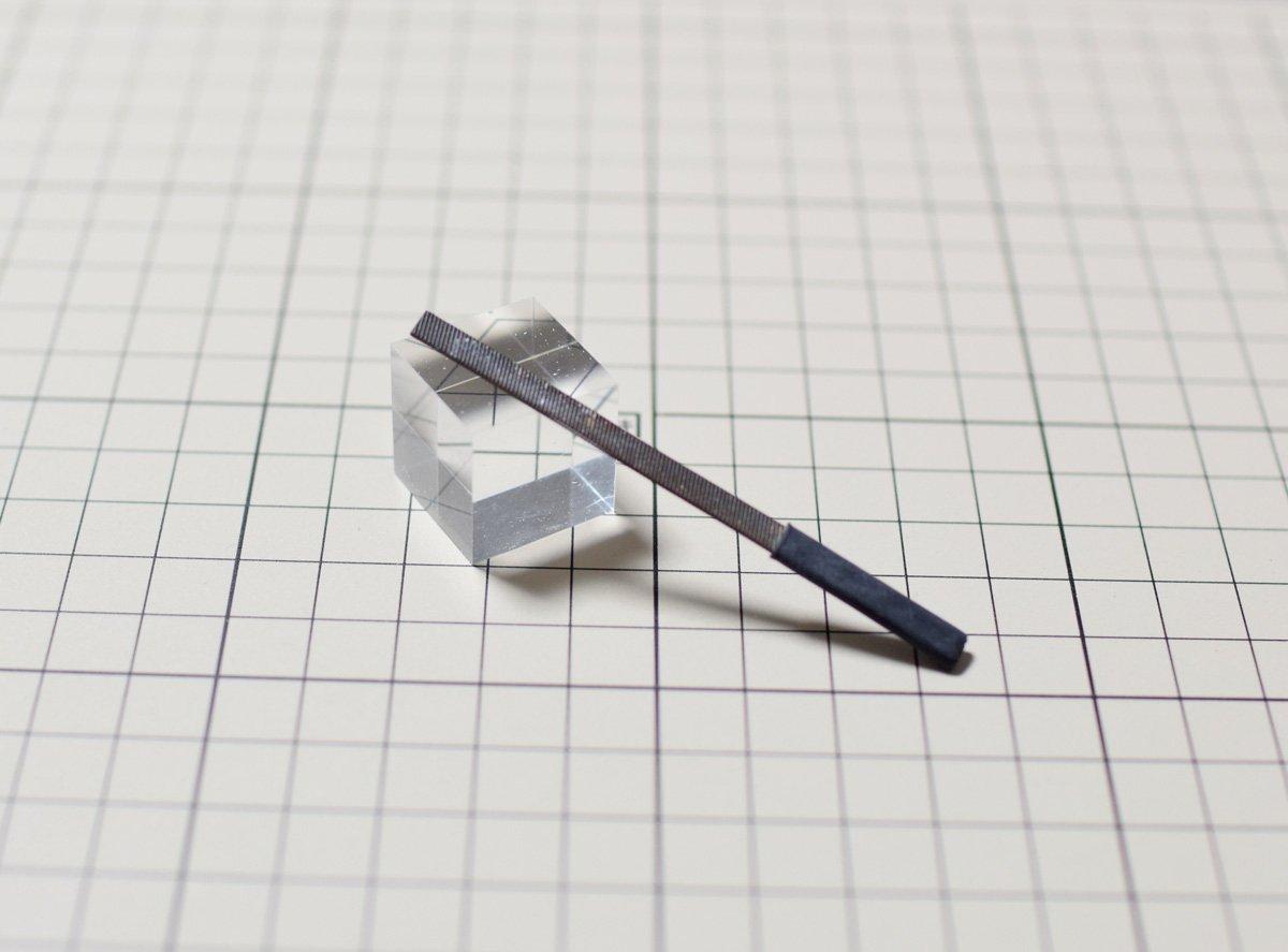 (折れた)薄刃鬼斬うっかり折ってしまったものだけどむしろこっちの方が取り回しが良い #本気でオススメしたい模型工具
