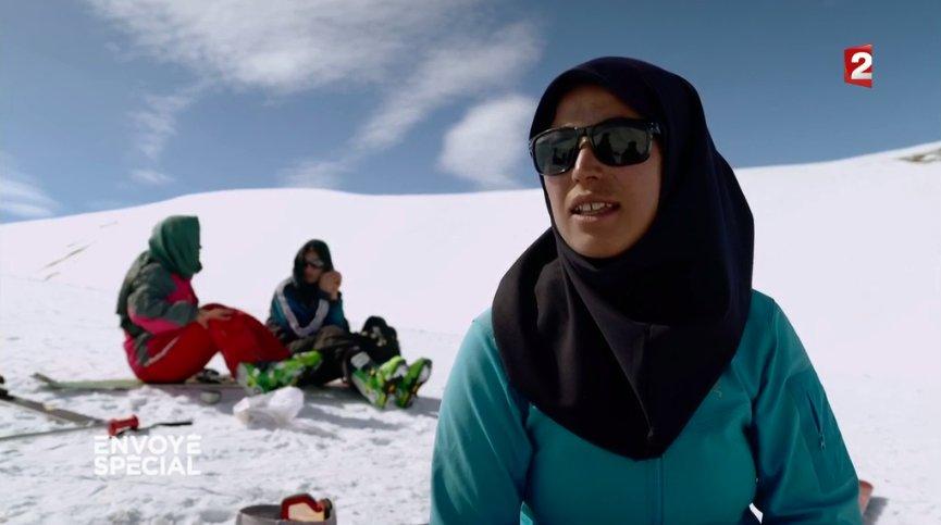 Heureuses et fières de skier ! #BamyanSkiClub #EnvoyeSpecial ➡️https://t.co/JabJB3kcuG https://t.co/bejw