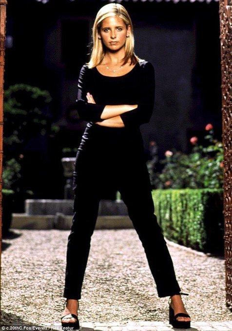 Happy birthday Sarah Michelle Gellar! Buffy is my hero.