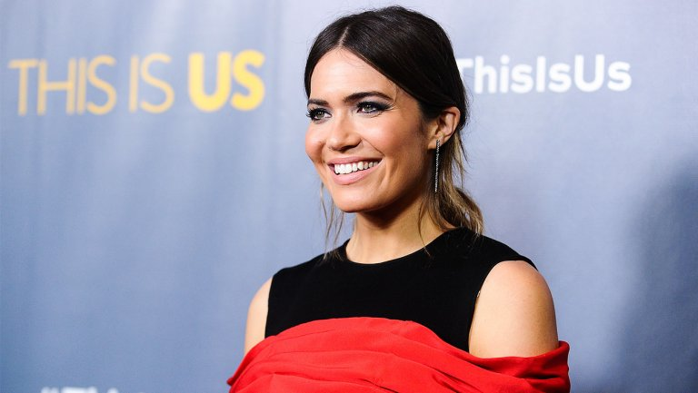 'Awards Chatter' podcast — @TheMandyMoore (@NBCThisIsUs)