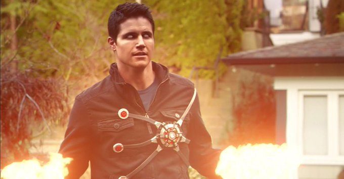 Let\s wish a very happy birthday to Robbie Amell who plays Ronnie Raymond/ on