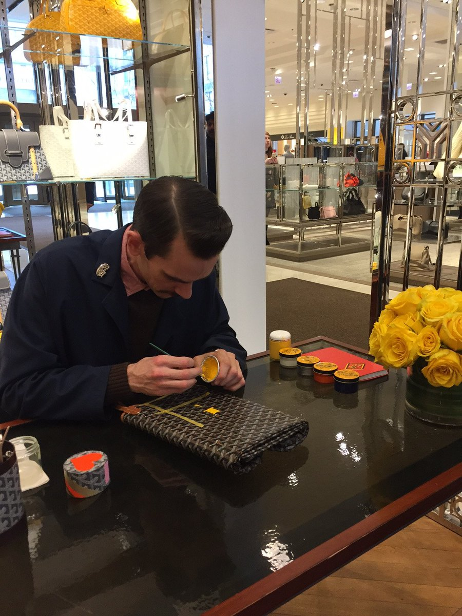 #Live from #Chicago: our painter at work for the #LastDay of our #SpecialMarquageEvent at @neimanmarcus https://t.co/5Hs3I3Kci8