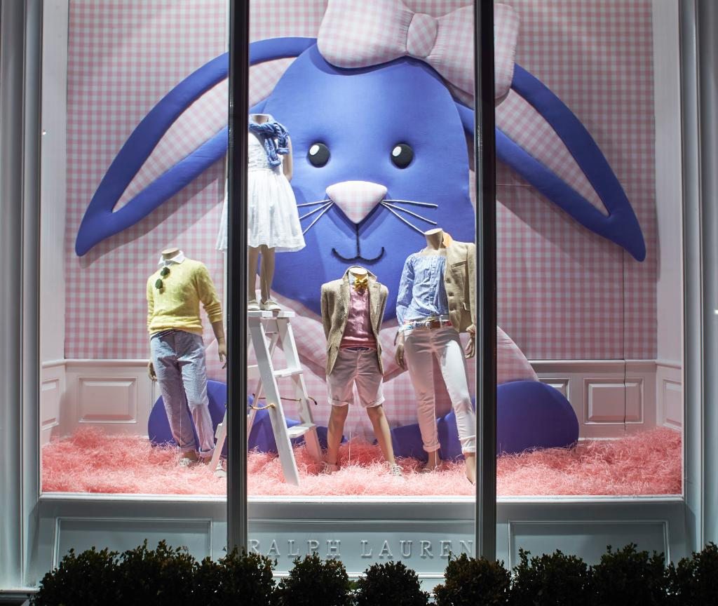 The windows of the Madison Avenue Children's Store are all dressed up for the occasion. #RLKids https://t.co/DkYdyjwvst