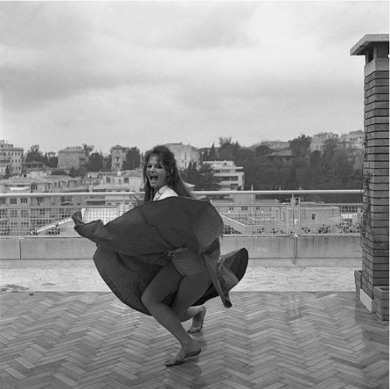 Happy birthday Claudia Cardinale. Exuberance! Archivo Cameraphoto Epoche, 1959