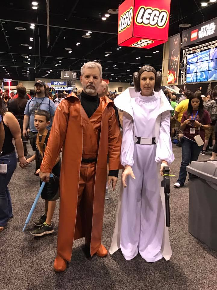 Clint Randall as 1977 Ben (Obi-Wan) Kenobi action figure with Princess Leia at Star Wars Celebration. https://t.co/TItdt39VFq