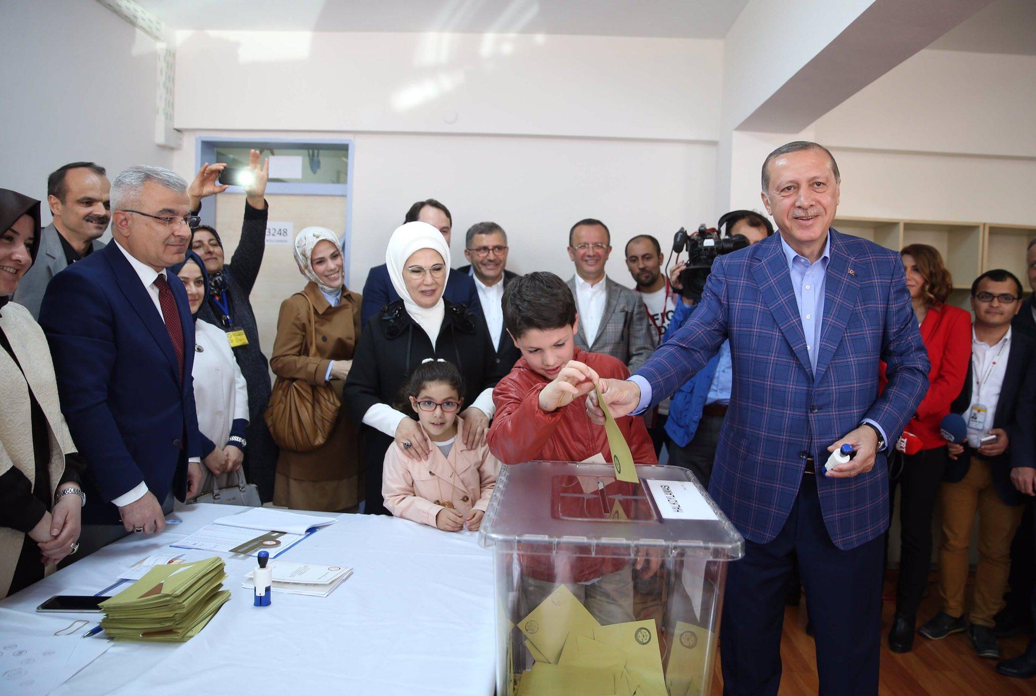 Daha büyük, daha güçlü, daha müreffeh, daha istikrarlı Türkiye için bir milat olması dileğiyle... https://t.co/UaZ6qZVEn5