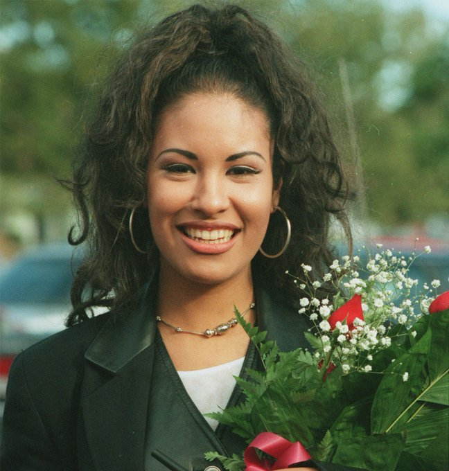 Happy birthday to my birthday twin, the beautiful Selena Quintanilla-Perez