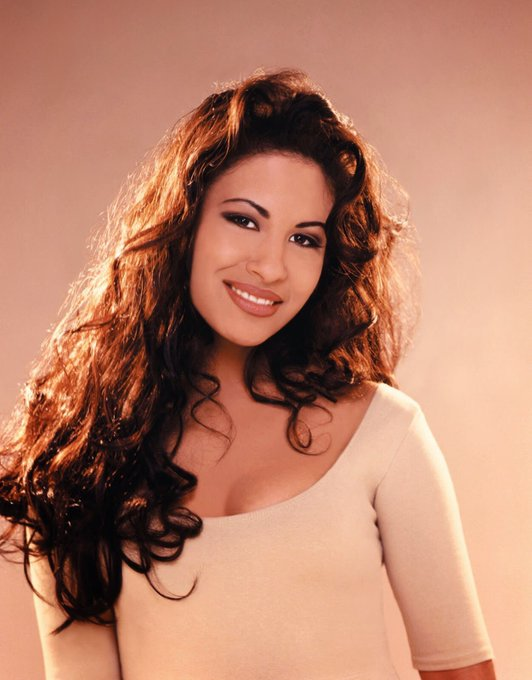 Happy birthday to the beautiful and talented  Queen of Cumbia Selena Quintanilla