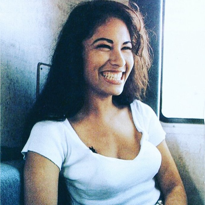 Happy birthday to the one and only Selena Quintanilla.