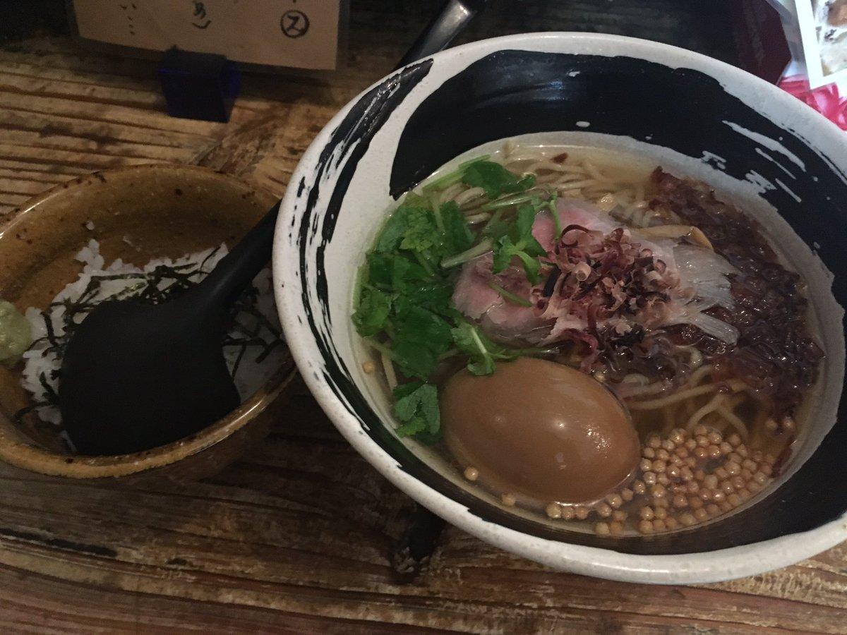 昨日食ったハマトラの春麺でした。カツオ出汁のお上品なラーメンでした。おい飯をぶっこんでお茶漬けにして優勝