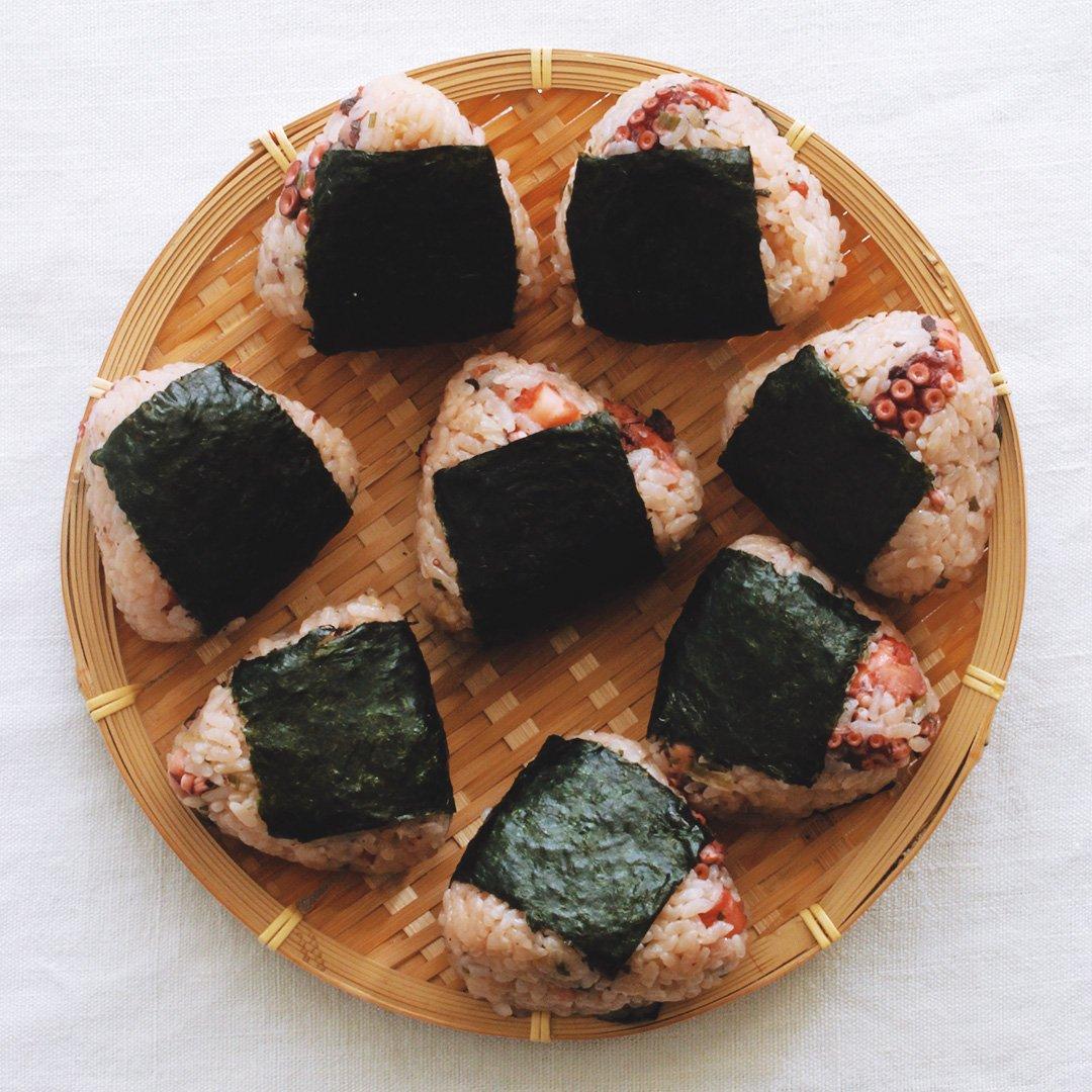 今朝は蛸飯でおにぎり。蛸、大きめなのがゴロゴロ。#たこ飯 #蛸 #蛸飯 #おにぎり #おむすび #onigiri #ri