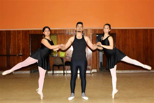 "Inside the Baghdad music and ballet school some Iraqis call ""immoral"""