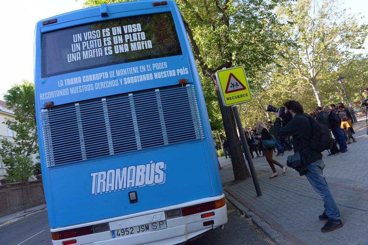 Podemos señala a 13 políticos y empresarios en su bus contra la ...