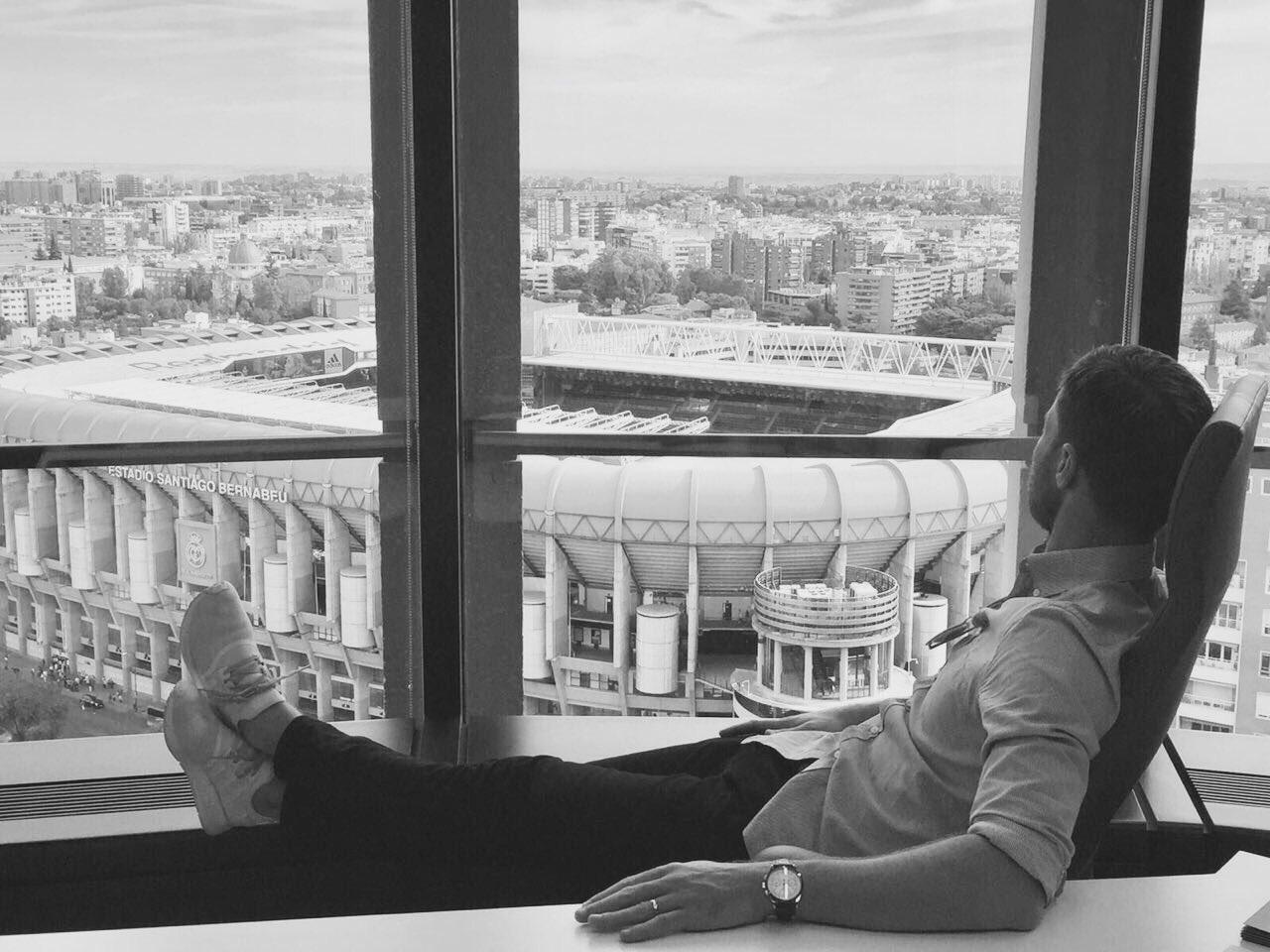 Tomorrow is a special game.         Back to Bernabéu. #miasanmia https://t.co/uM7aSQyq9u