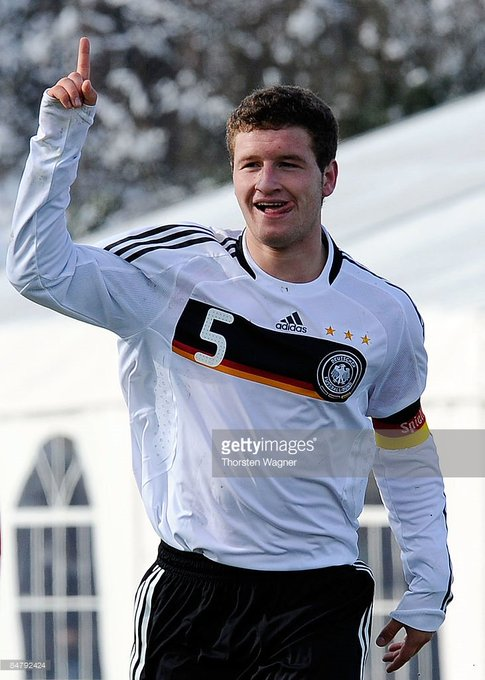 Happy Birthday to Shkodran Mustafi! by