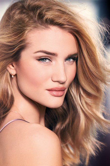 Happy Birthday Rosie Huntington-Whiteley ( Carly Spencer in Transformers Movie 3: Dark Of The Moon )!!!