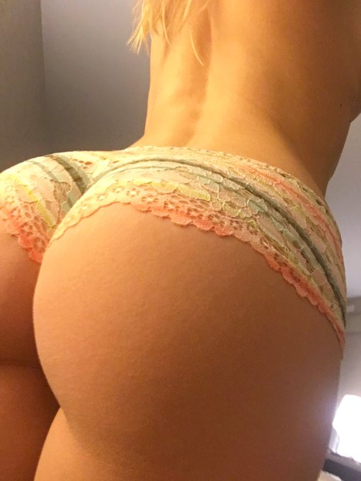 #mondaymood #assworship #fatbooty #curves #allnatural https://t.co/Esmk2qzhS5