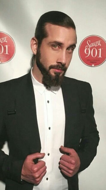 Happy birthday to the amazing and loving, avi kaplan. I love you so much.