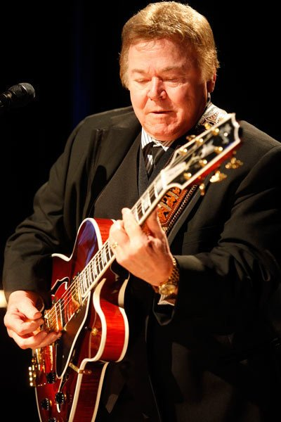 Roy Clark HEE-HAW star turns 84. HAPPY BIRTHDAY ROY!