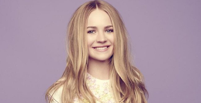 Happy Birthday to the beautiful, talented, inspirational and down-to-earth Britt Robertson