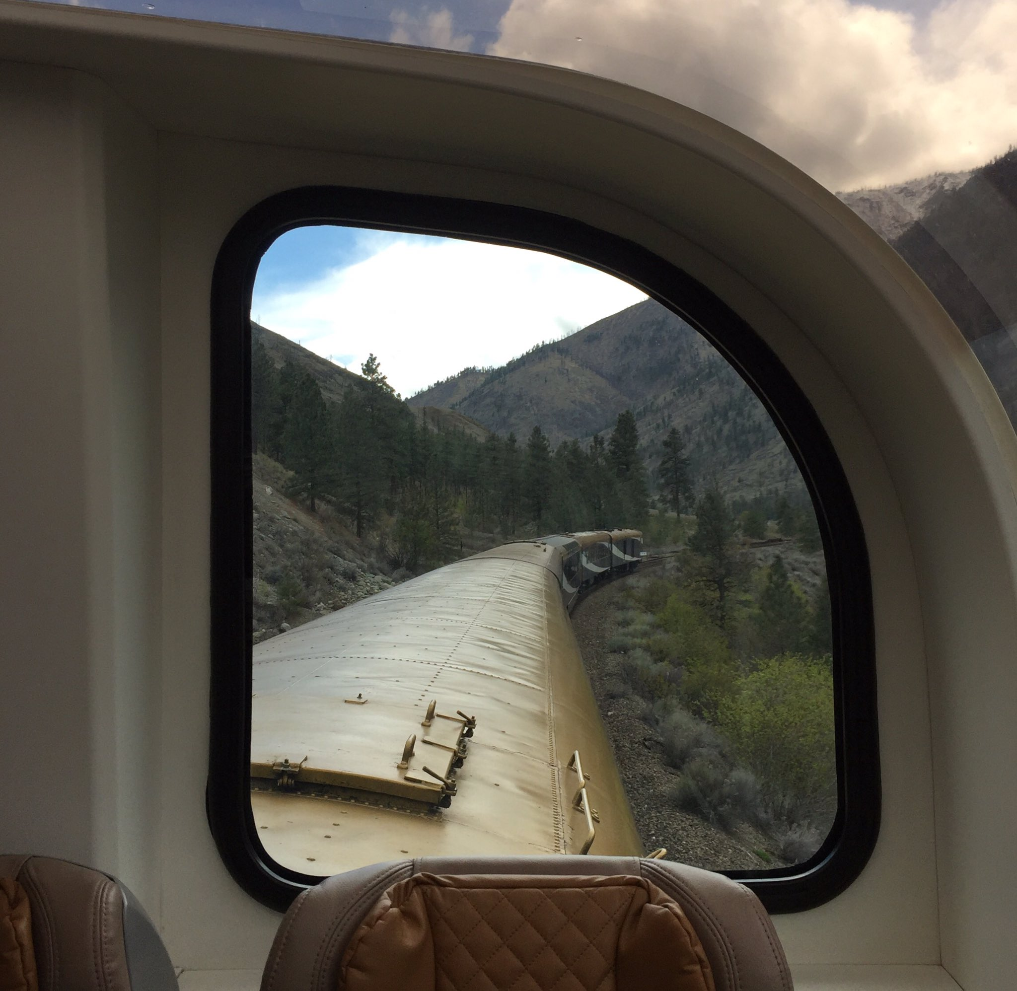Enjoying my ride on #RockyMountaineer #travel  Have you been? Love💙 the view!! https://t.co/e9PwWJraZz