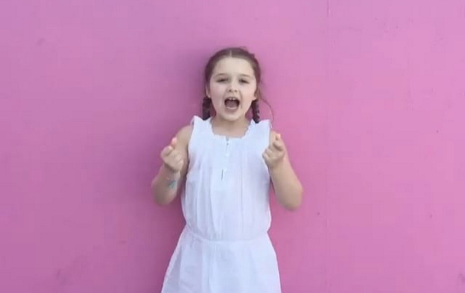 See how Harper Beckham wished her mom a happy birthday