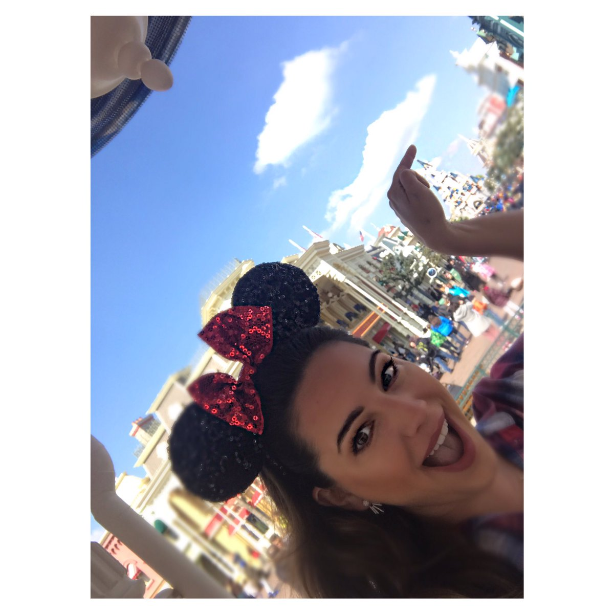 I'm at Disneyland!!! Check my Blog for more pics ????https://t.co/tAy9Lmg0f8 https://t.co/JdB593fA1z