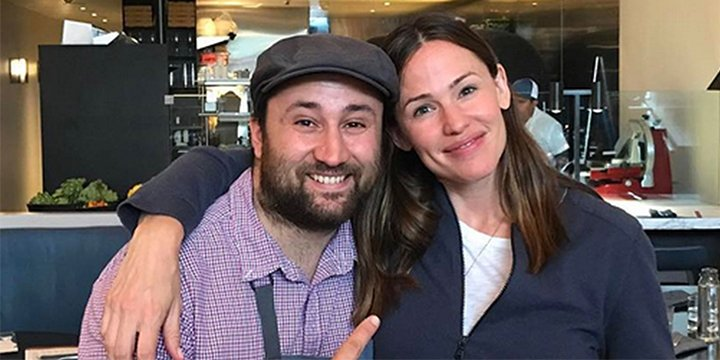 Jennifer Garner enjoys some post-birthday pizza at a new Los Angeles pizzeria