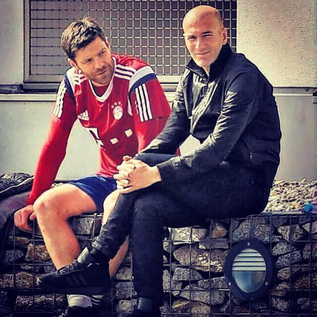RT @XabiAlonso: Isn't it nice to be visited by one of your idols? Legend ZZ. http://t.co/PN3TJ9dBjn