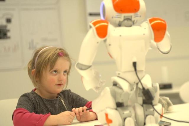 #Kids teach #Robots how to write, they improve their #writing skills at the same time  http://t.co/yIq8qDsOQq http://t.co/ezIZ9yp5el