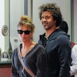 Renee Zellweger & her beau Doyle Barmhall are so cute! They wore matching outfits: http://t.co/FtPojPtUHF http://t.co/6EaSLspCUF