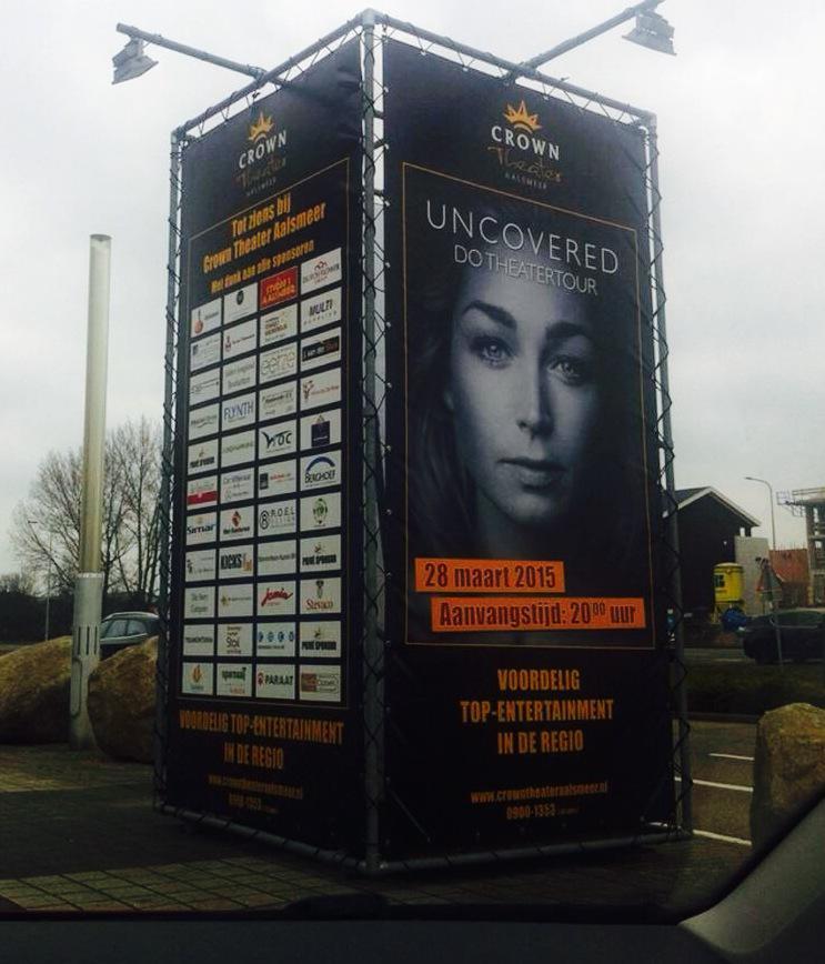 En zaterdag 28-3 staan we met #UNCOVERED in 't mooie @CrownTheater ! We verloten 2 kaarten onder de rietwieters RT! X http://t.co/gQcFHxGDtZ