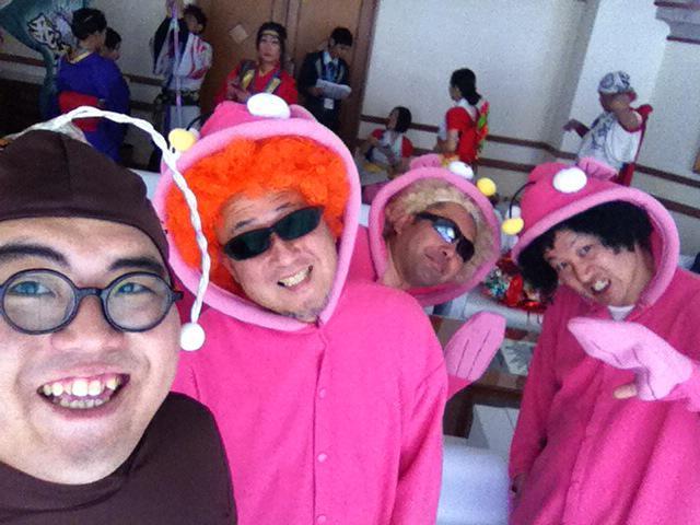 沖縄到着! あんこう4ひきで沖縄国際映画祭レッドカーペット歩きます! http://t.co/1HXkoxpXlW