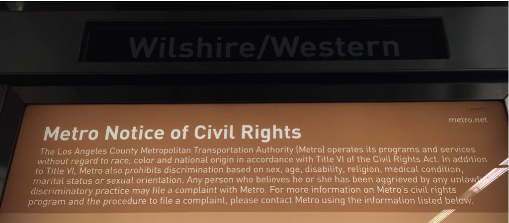 LA 버스와 전철을 운용하는 메트로의 안내문. 요약하면 어떠한 이유에서도 메트로 이용에 차별을 두지 않겠다는. 끝에서 두번째 문장. 차별당했다고 느껴지면 고소하라. 왠만한 준비 아니면 저런 자신감 나올 수 없다 http://t.co/MjBSWXJbyx
